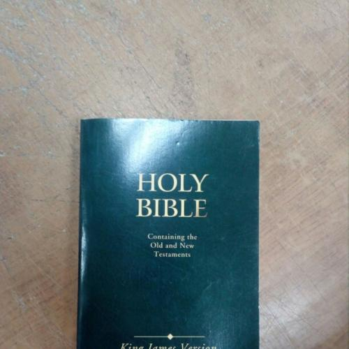 Holy Bible. Containing the Old and New Testaments