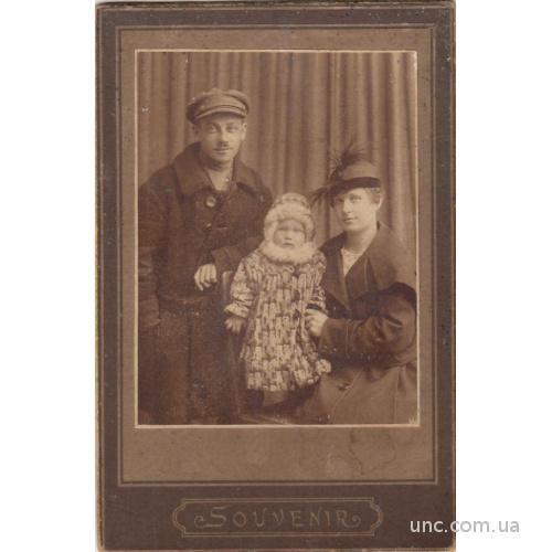 ФОТО КАБИНЕТ ЛЮДИ ОДЕЖДА ШЛЯПКА 1921   ***