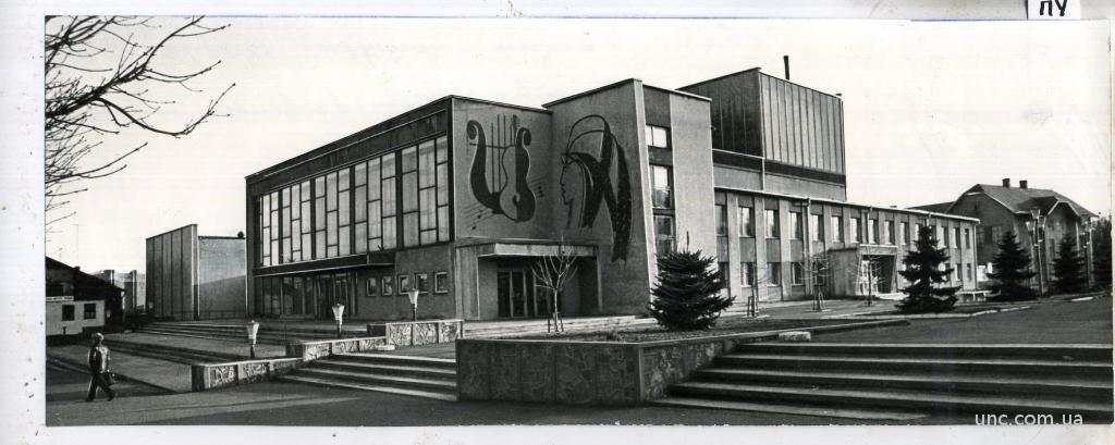 ФОТО ТАСС ДЛЯ ГАЗЕТЫ ЧЕРНОВЦЫ НОВЫЙ ДВОРЕЦ КУЛЬТУР