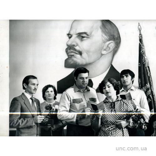 ФОТО ТАСС ДЛЯ ГАЗЕТЫ ЛЕНИН ЗНАМЯ КОММУНИСТЫ КНИГИ