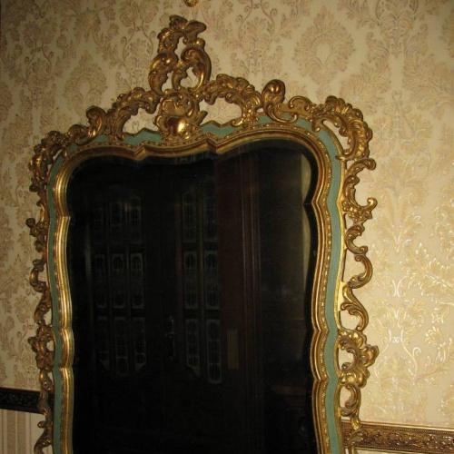 СТАРИННОЕ  РОСКОШНОЕ ЗЕРКАЛО ( 116 х 76 см)  В СТИЛЕ БАРОККО./ Италия, первая  треть XX века.