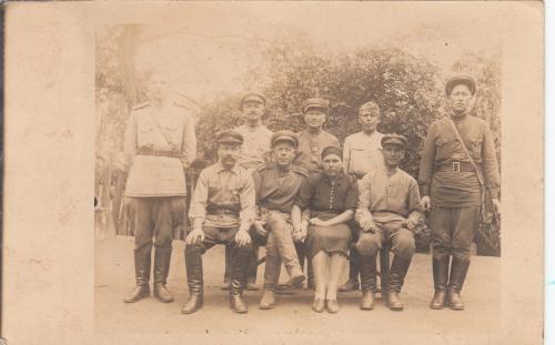 Фото. Группа неизвестных периода войны. Интересный оборот.