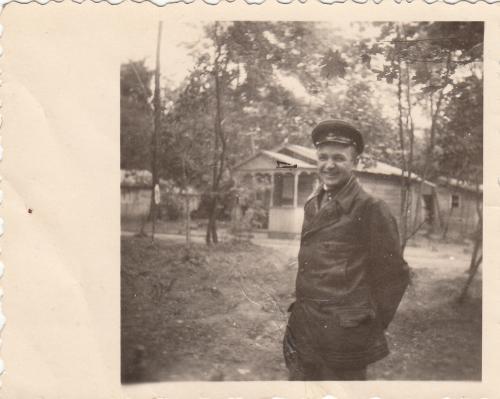 Фото. Офицер АБТВ в кожаной куртке. Период войны.