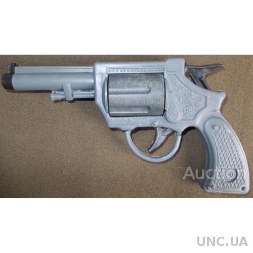 Игрушечный револьвер производства СССР.
