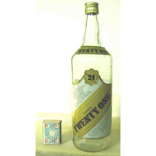 Бутылка пустая Lemon TWENTY ONE  1л Finland. 1980-е годы. Высота 30 см.