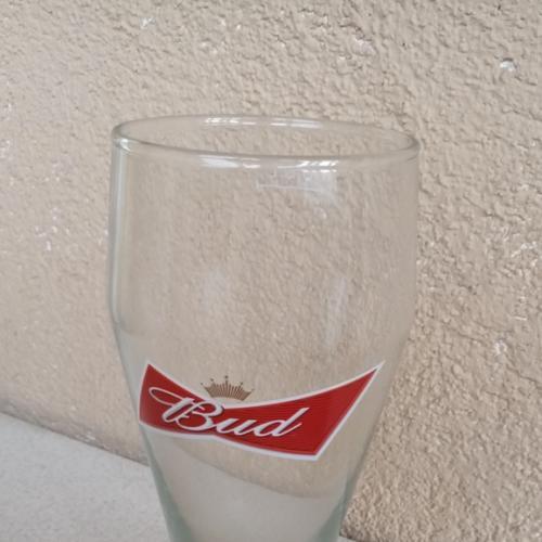 BUD , пивной бокал.