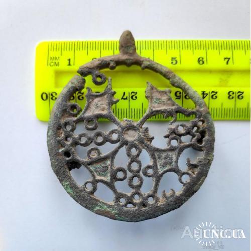 Круглая ажурная фибула с выемчатыми эмалями. 3-4в.в. н.э.
