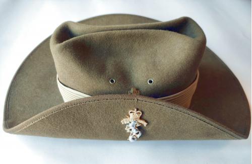 RAEME шляпа с напуском. Королевские австралийские инженеры-электрики и механики.
