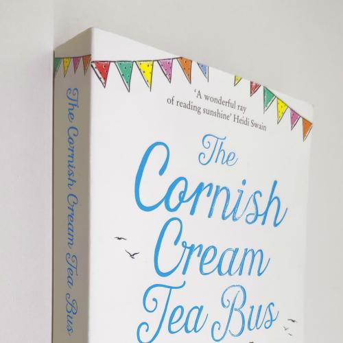 The Cornish Cream Tea Bus. Cressida McLaughlin (Goodreads Author)