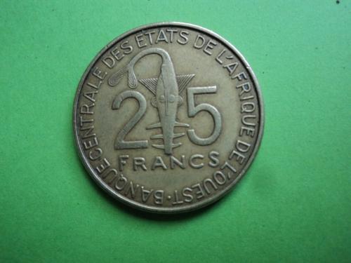 Африка. КФА. 25 франков 2011г.