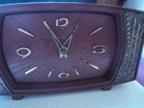 Часы Маяк для коллекции или реставрации.  Механизм рабочий (тикают).