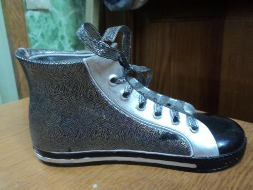 Спортивный ботинок. Кед. Копилка. 12 Х 9 см. Редкий. Зарубеж.