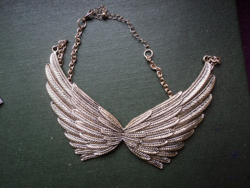 Крылья ангела. Тяжелая подвеска. Размах-12см. Длина цепочки (1сторона) - 17см.