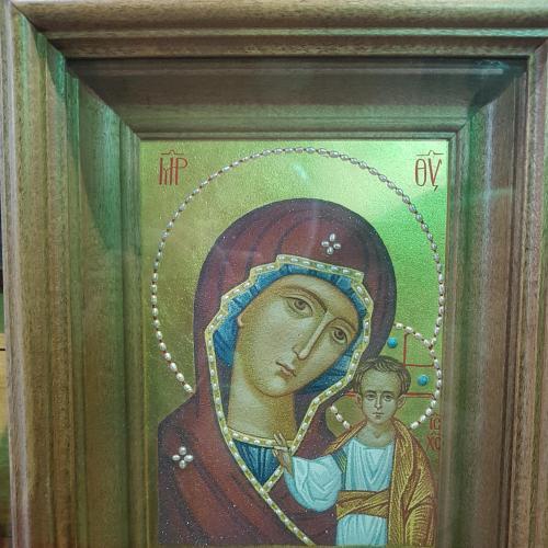 Божья Матерь Казанская, писаная на мраморе, в киоте