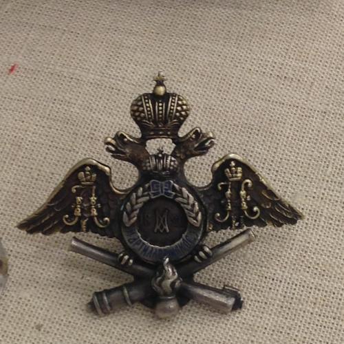 Знак об окончании Михайловского артилеллерийского училища, серебро 84. Мастерская Фёдора Руча
