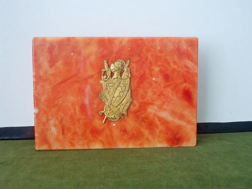 №268 Шкатулка с крышкой из мрамора оббита бронзой старинный британский герб