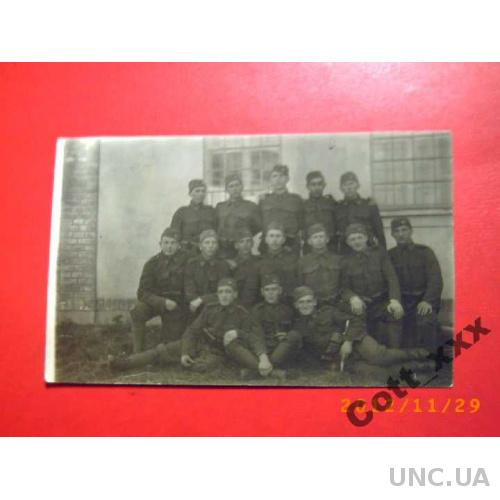 Фото- ВЗВОД СОЛДАТ возле казармы - 1931- года