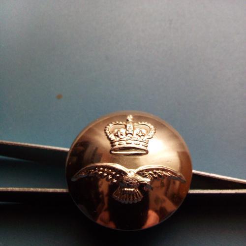 Пуговица - Англия - ВВС - RAF  - клеймо - диаметр 23,5 мм.