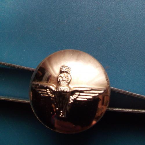 Пуговица - Великобритания - Десантник - ( ВДВ ) - диаметр 19,3 мм. - Тяж. Мет. Клеймо - редкость.