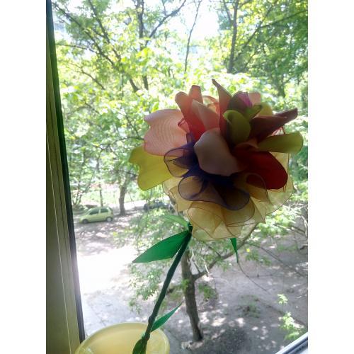 цветок из атласа ручной работы(вырученные деньги пойдут на реабилитацию автора после операции)