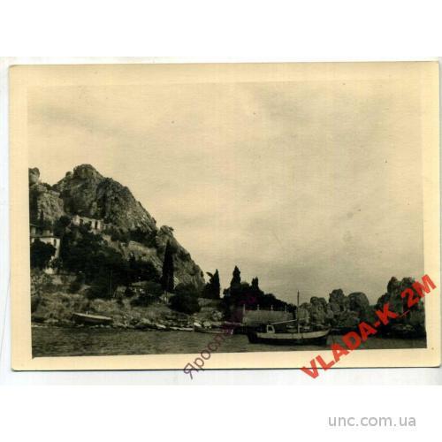 ФОТО. Крым, Гурзуф, вид на скалу Дженевез-Кая, лодочную станцию и домик Чехова.