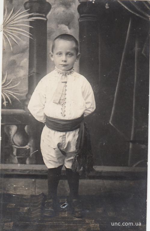 ФОТО.  ДЕТИ. МАЛЬЧИК В ВЫШИТОЙ РУБАШКЕ 1920