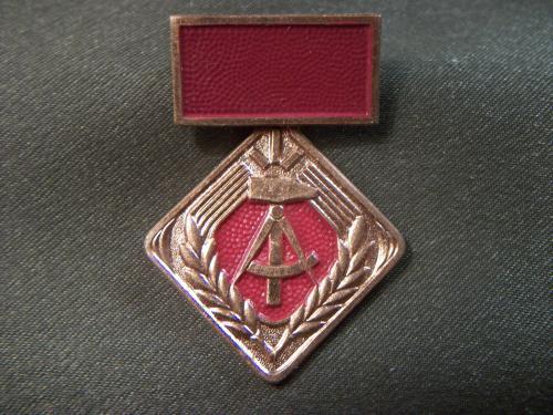 1031 Знак Германия, ГДР, трудовая медаль. Тяжелый металл