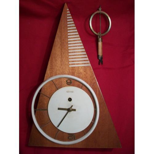 1803 Часы настенные Янтарь, СССР.