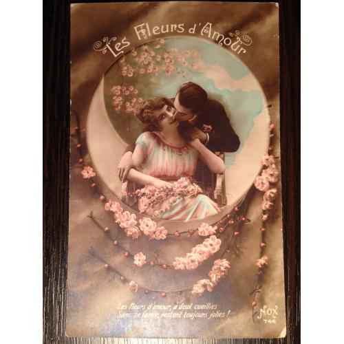 Французская фотооткрытка. Цветы любви. Мужчина целует женщину. 1919 г.