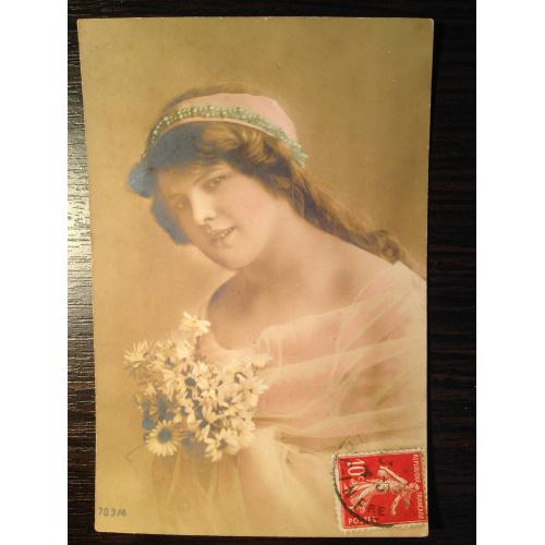 Французская фотооткрытка. Девушка с ромашками 1914 г.