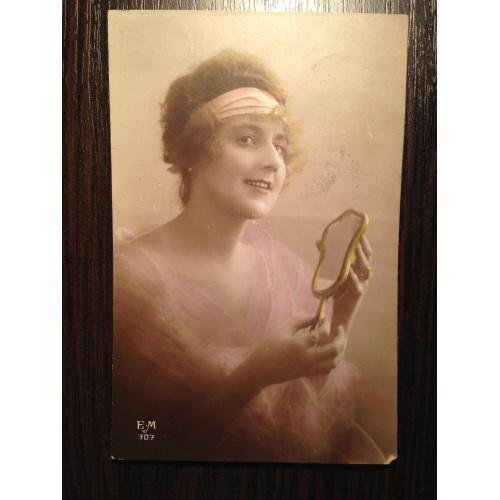 Французская фотооткрытка. Девушка с зеркалом.