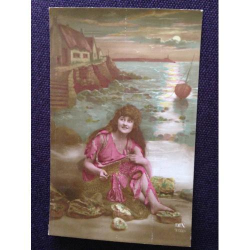 Французская фотооткрытка. Девушка у берега моря.