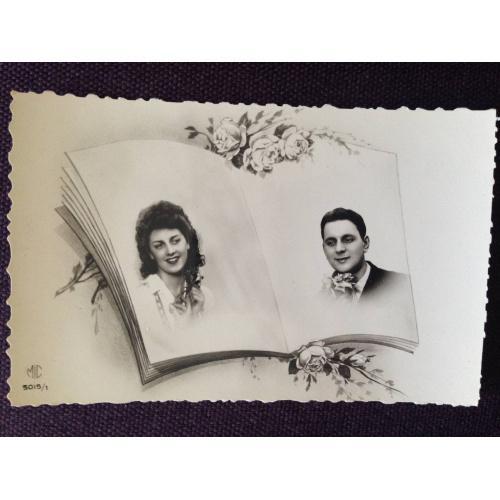 Французская фотооткрытка. Фотоальбом с фотографиями мужчины и женщины.