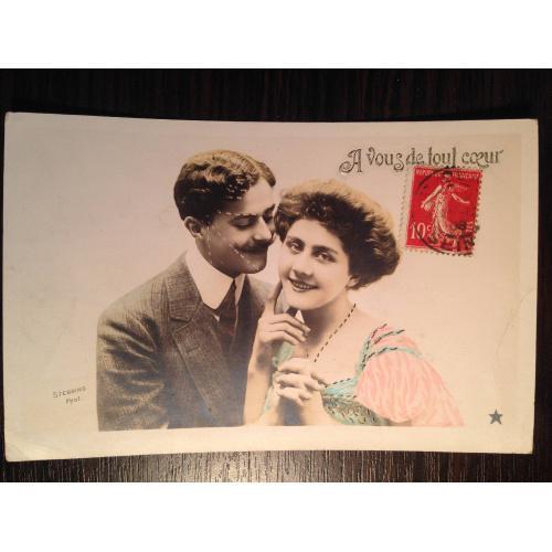 Французская фотооткрытка. Мужчина и женщина обнимаются.