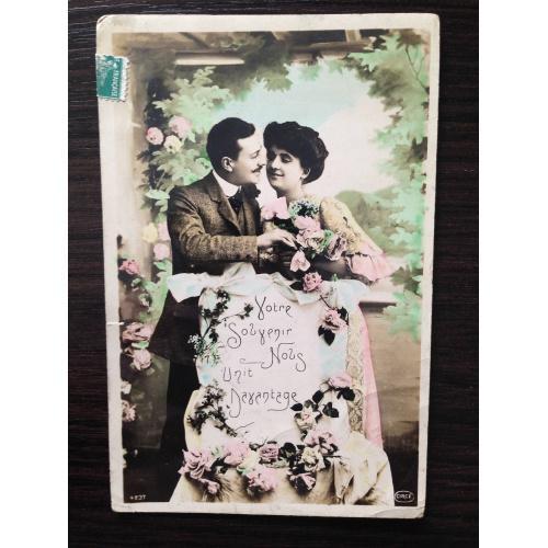 Французская фотооткрытка. Мужчина и женщина с поздравлениями.