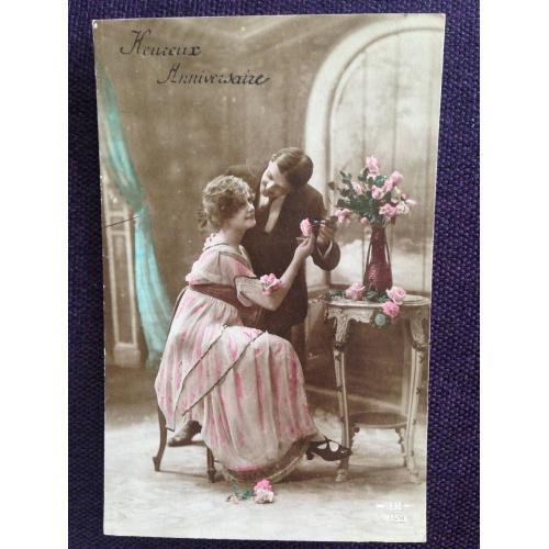 Французская фотооткрытка. Мужчина и женщина с розами.