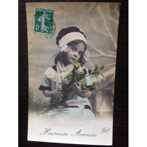 Французская фотооткрытка. Счастливого Нового года. Девочка с зеленой веточкой.