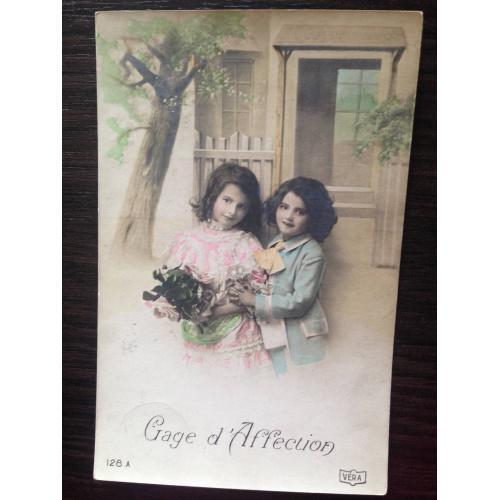 Французская фотооткрытка. В знак любви. Мальчик и девочка. 1912  г.