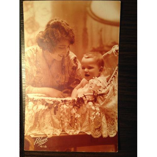 Французская фотооткрытка. Женщина с малышом. 1925 г.