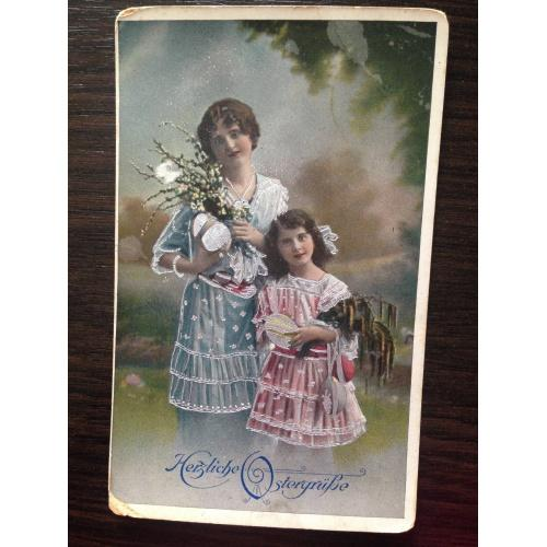 Немецкая фотооткрытка. С праздником Пасхи! Женщина с девочкой.