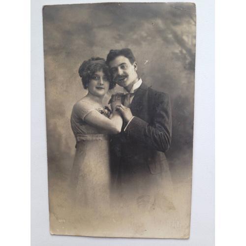 Старинная французская фотооткрытка.  Мужчина и женщина.