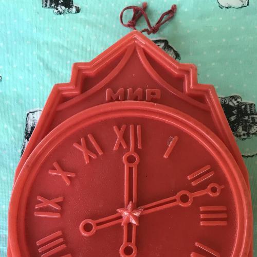 Коробка НОВОГОДНИЙ ПОДАРОК банка с Новым годом Кремлевский Кремль Куранты Мир планете часы 1985 СССР