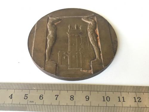 НАСТОЛЬНАЯ МЕДАЛЬ ШЕДЕВРЫ ЭРМИТАЖА Новый эрмитаж АТЛАНТЫ 70 мм магнитная непонятные клейма?