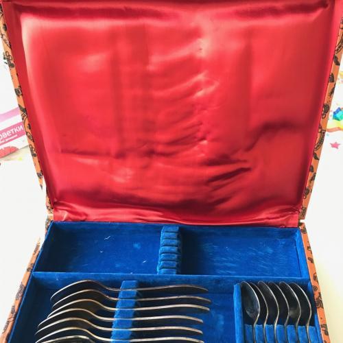 Столовый набор СССР МНЦ мельхиор серебрение без ножей ЗІШ ЗИШ ЗИД ЗІД 18 предметов + чемоданчик