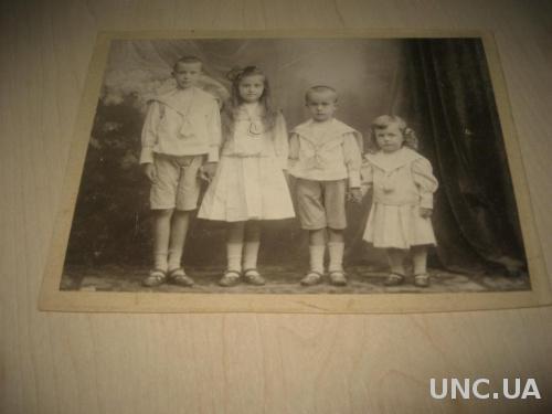 Старинное фото дети князя Величко