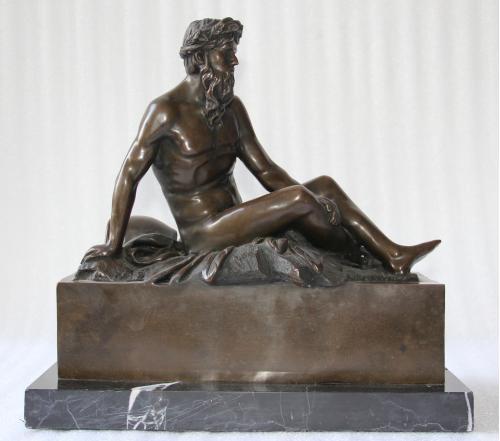 Скульптура Мужчина с переворнутым горшком 34х34 см