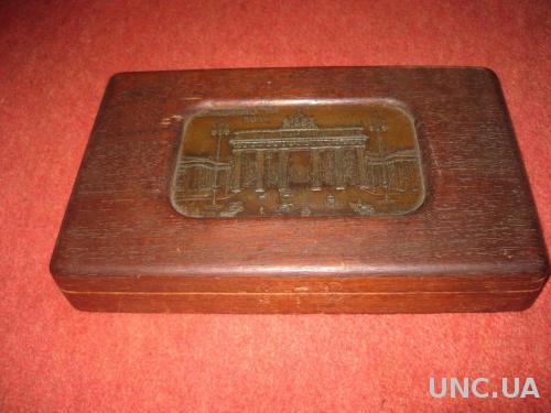 старинная деревянная шкатулка с железной вставкой