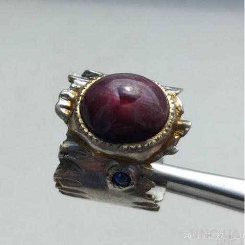 Штучный перстень, звёздчатый рубин 10 карат, 2 сапфира