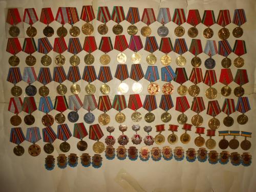 Юбилейные медали 100 шт. 1 лотом