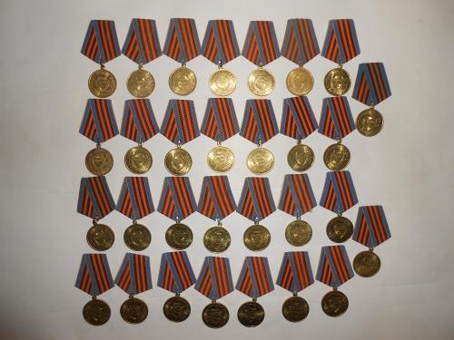 Юбилейные медали 30 шт. 1 лотом